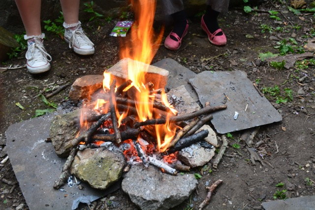 Fire and feet at Brownies DSC_0313